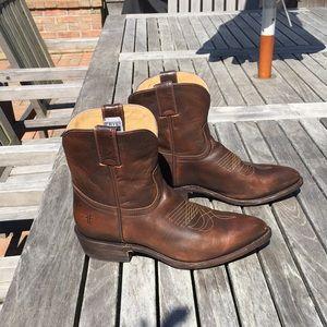 Frye Billy Short Pull On Boots Dark Brown 9.5